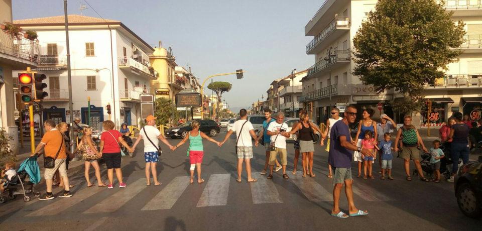 Minturno / Nuova protesta contro Acqualatina: bloccata l'Appia, traffico in tilt