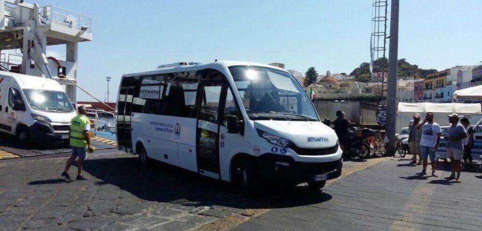 Ponza / Estate con autobus a impatto zero: svolta nel trasporto pubblico per turisti e residenti
