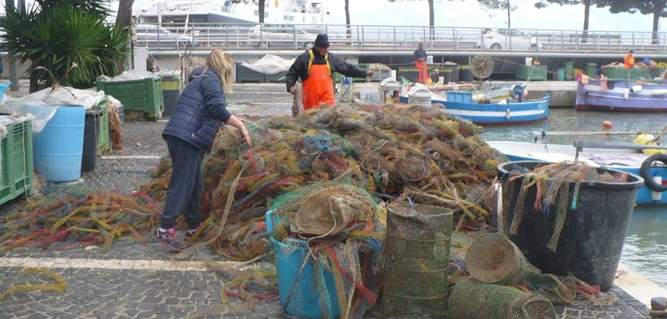 Formia / Reti da pesca piene di detriti e plastica, danni da oltre 12mila euro