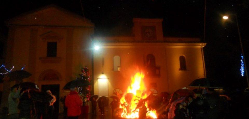 Formia / Accensione del ceppo natalizio a Trivio