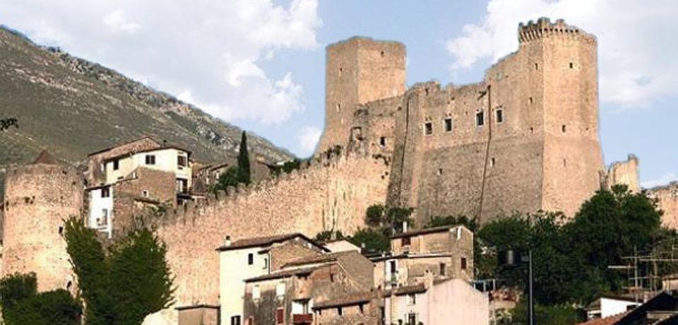 Itri / Feste private nel Castello, la replica del sindaco Fargiorgio