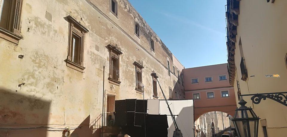 """""""Grazie Gaeta!"""", Mario Martone saluta la città sul set di Capri Batterie (Video)"""