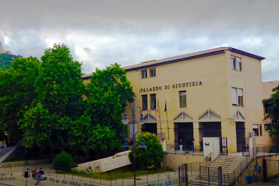 Santi Cosma e Damiano / Ubriaco, dà in escandescenze al distributore: tornato in libertà