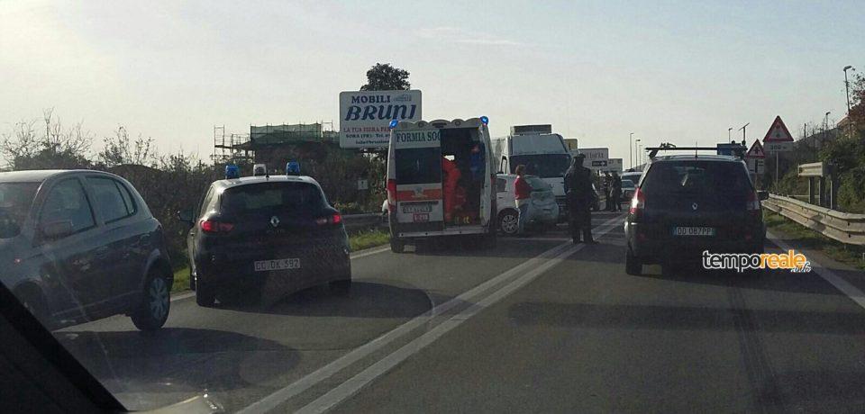 Formia / Ennesimo incidente ad Acqualonga, traffico in tilt: quattro mezzi coinvolti