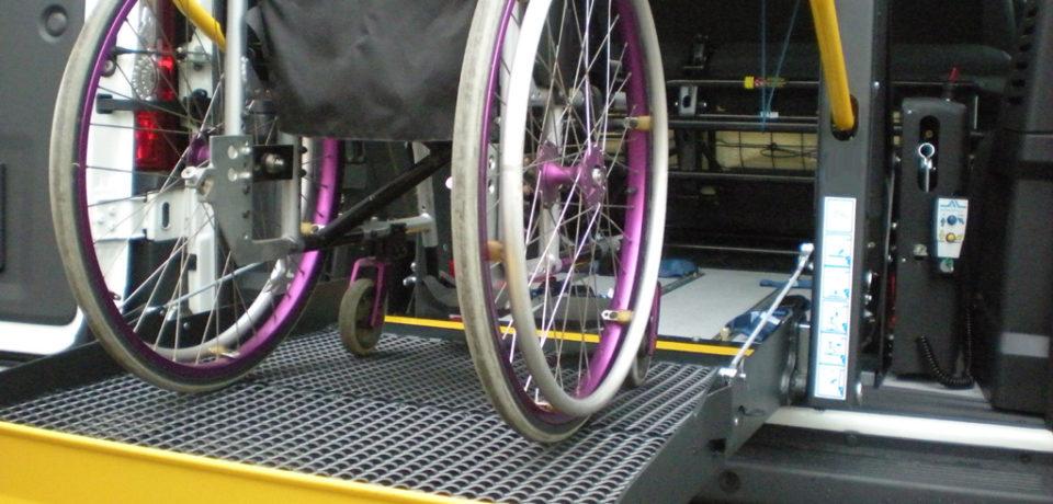 Sanità, tagli ai trasporti: 60 disabili restano a piedi