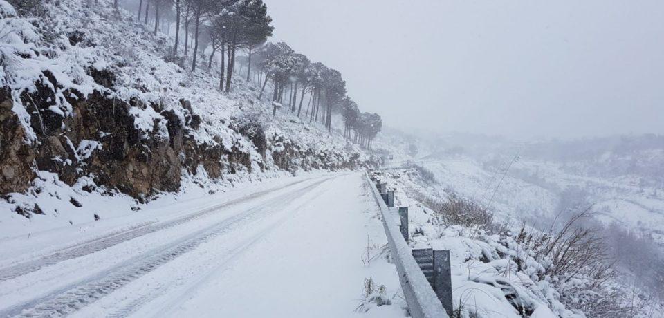 Neve su tutta la provincia di Latina: disagi su strade e treni, scuole chiuse