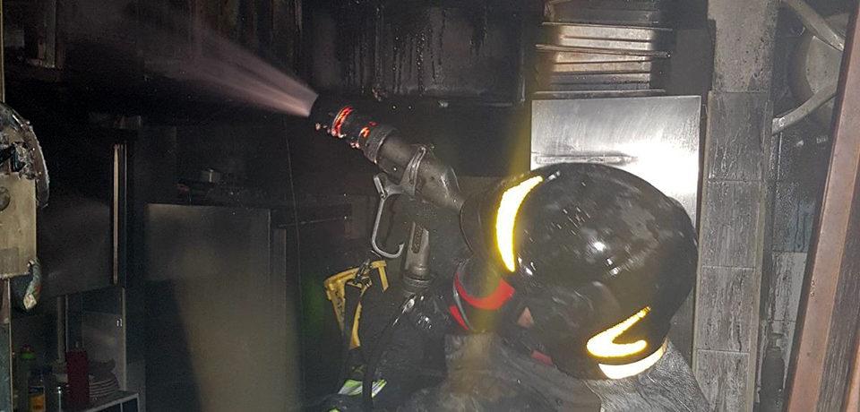 Gaeta / Incendio di una cucina in un locale: intervengono i vigili del fuoco
