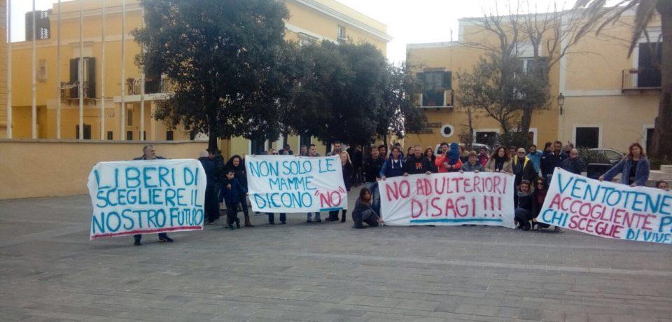 Ventotene / Comunità alloggio anziani: protesta in piazza contro l'arrivo di persone disagiate
