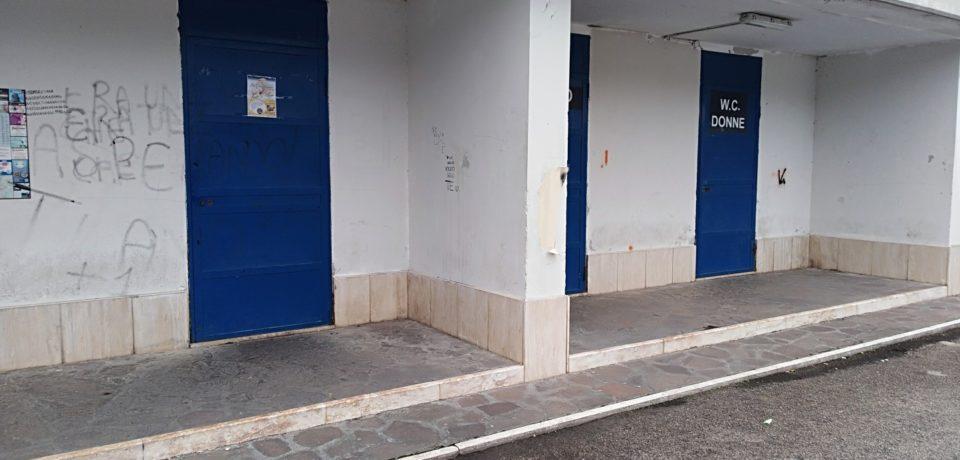 Formia / Bagni pubblici chiusi durante il mercato settimanale del giovedì, la denuncia dell'Ana