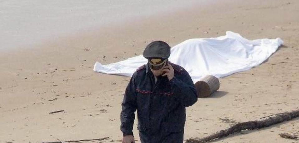 Cadavere di donna ritrovato sulla spiaggia di Mondragone: potrebbe essere Carmela De Rosa