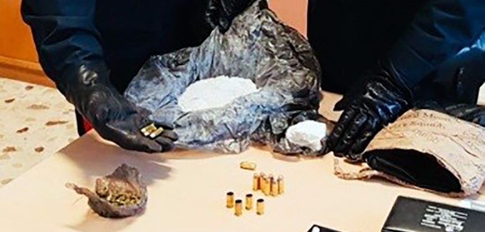 Pontinia / Arresto per munizioni e stupefacenti
