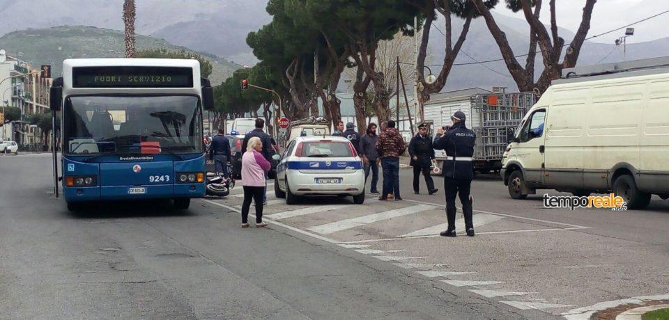 Gaeta / Incidente stradale sul lungomare Caboto: scontro tra auto e moto