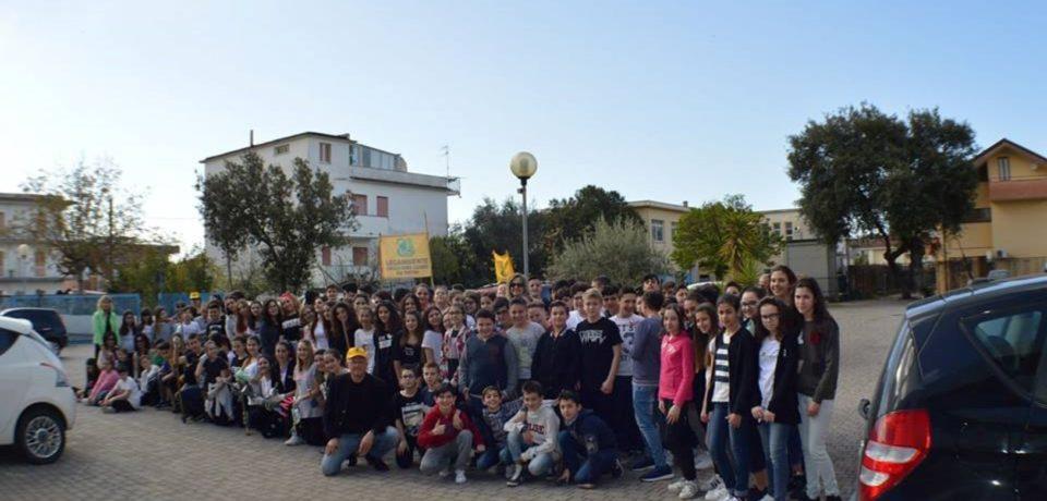 Minturno / Operazione scuole pulite: studenti al lavoro con Legambiente