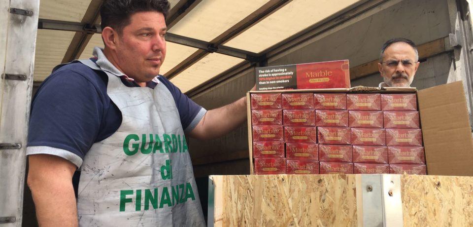 Caserta, sequestrata una tonnellata di sigarette di contrabbando: un arresto