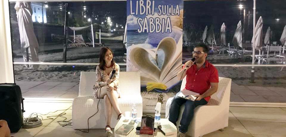 """Libri sulla sabbia: Cristiana Astori presenta il romanzo """"Tutto quel buio"""" (video)"""