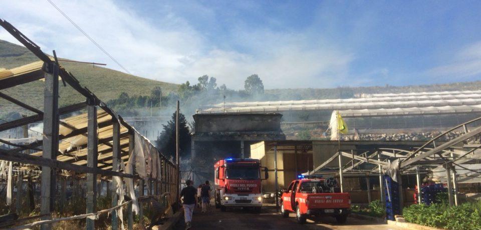 Gaeta / Incendio a un'azienda agricola di Sant'Agostino (video)
