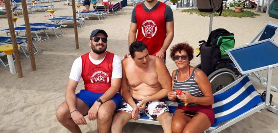 """Gaeta / CasaPound avvia il """"Progetto Mare"""" per assistere un disabile in spiaggia"""