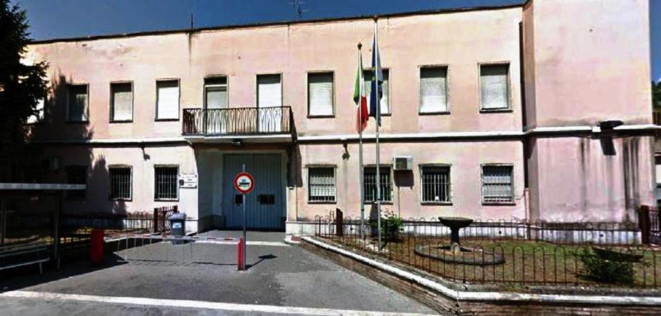 Cassino / Detenuto incendia la sua cella in carcere: due agenti intossicati