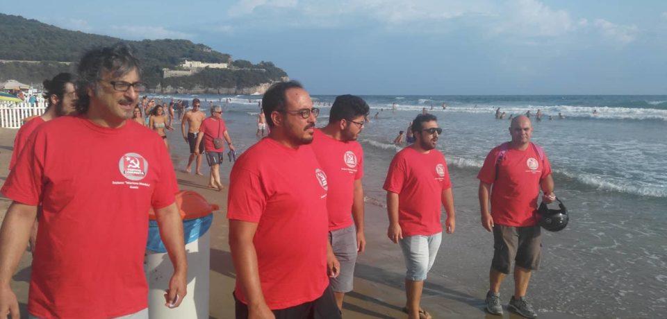 Gaeta / Il Pc in spiaggia a Serapo contro lo sfruttamento