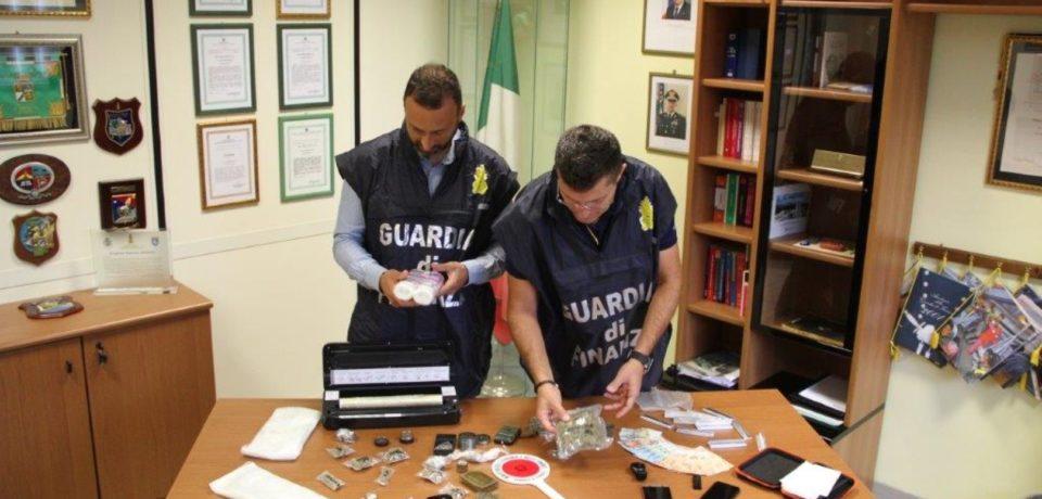 Fondi / Arrestato 26enne trovato in possesso di droga