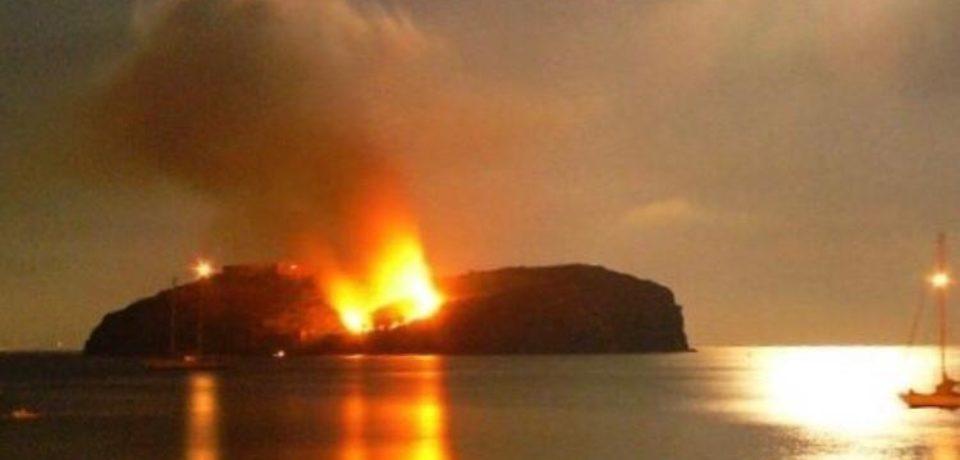 Ventotene / Incendio sull'isola di Santo Stefano a causa di una mongolfiera di Santa Candida