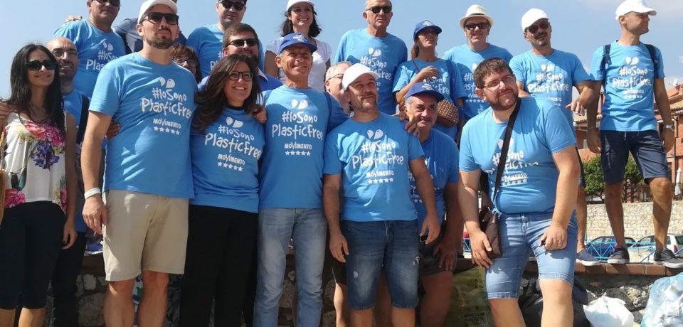 Formia / #Iosonoplasticfree, oltre 50 attivisti del M5S sulla spiaggia di Vindicio