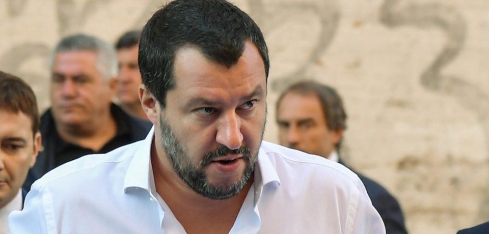 Terracina / Violenza sessuale su una donna in spiaggia, l'ira del ministro Salvini