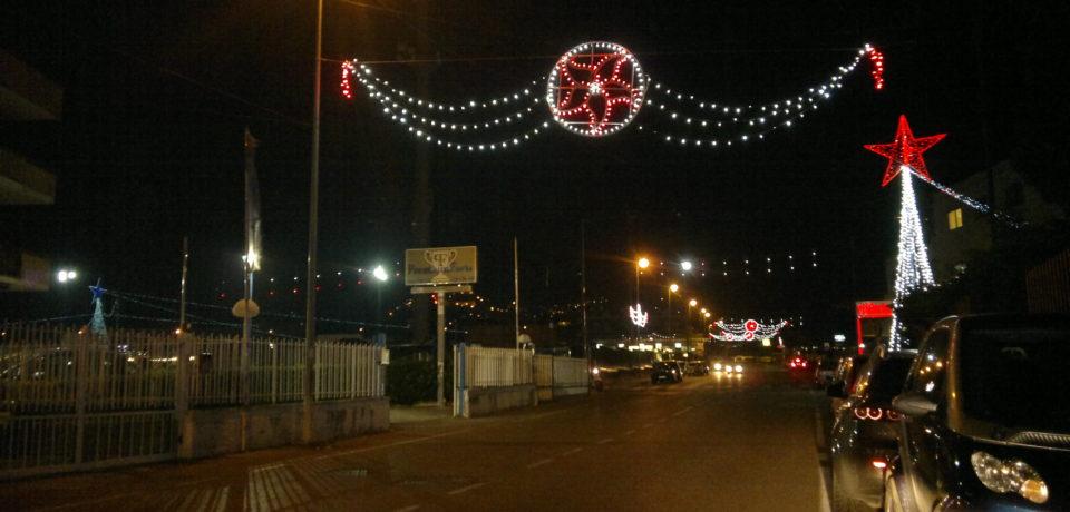 Formia / I commercianti non finanziano gli addobbi natalizi