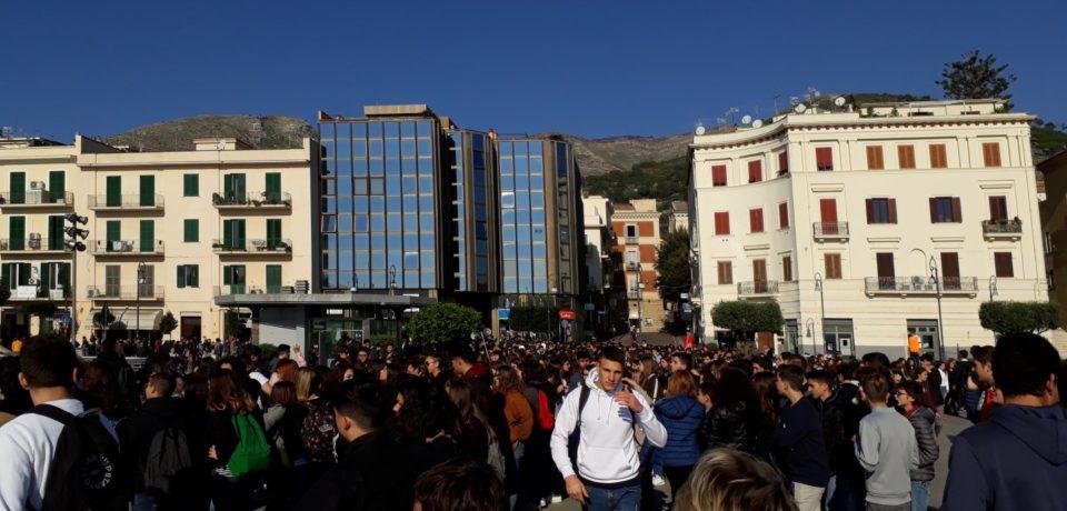 Formia / Giornata Internazionale degli Studenti: oltre mille giovani in corteo