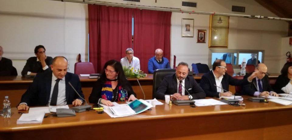 Formia / Consiglio comunale sul Pontile Eni: i Comuni del golfo uniti sulla delocalizzazione