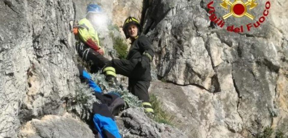Rocciatori in difficoltà, soccorsi dai vigili del fuoco (video)