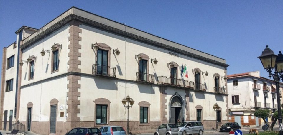 Castel Volturno / Favori sessuali in Comune in cambio di licenze edilizie: 7 arresti