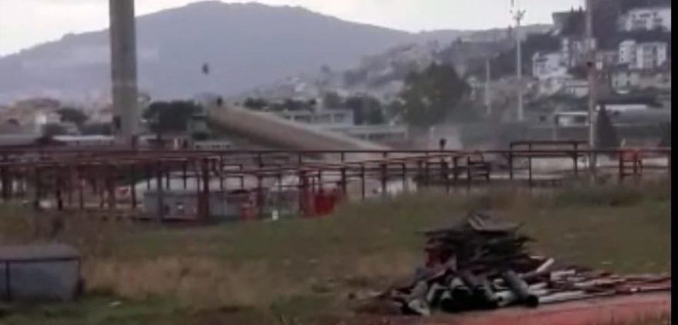 Gaeta / Demolita una ciminiera di 75 metri, in corso la trasformazione del polo strategico (video)