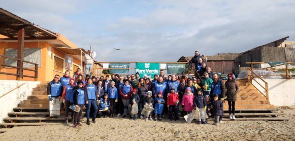 """Fondi / 70 volontari di """"Fare Verde"""" per ripulire la spiaggia di Capratica"""