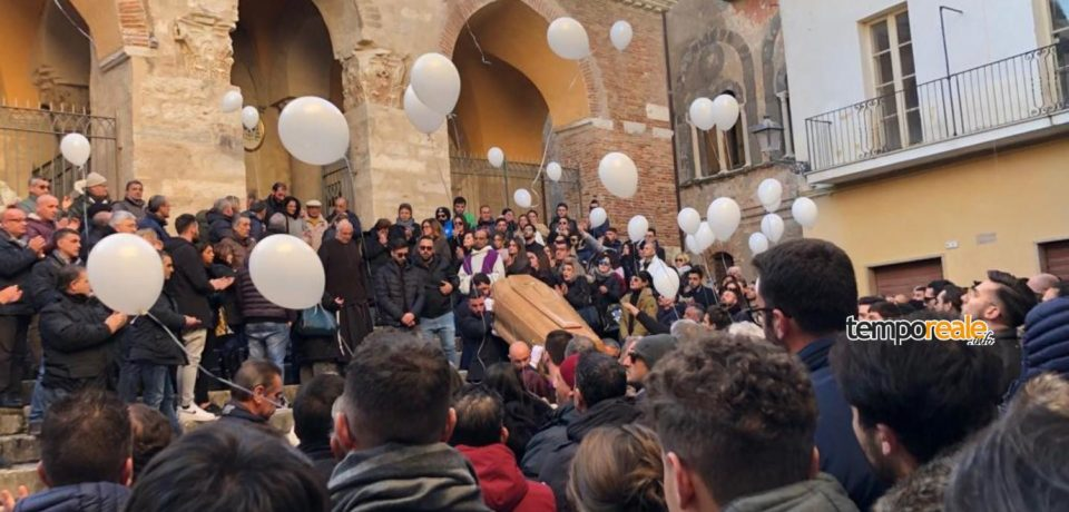 Minturno / Oltre duemila persone per l'estremo saluto a Cristiano Campanale (foto)