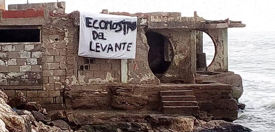 """Minturno / """"Ecomostro del Levante"""", striscione di protesta per l'abbattimento [FOTO]"""