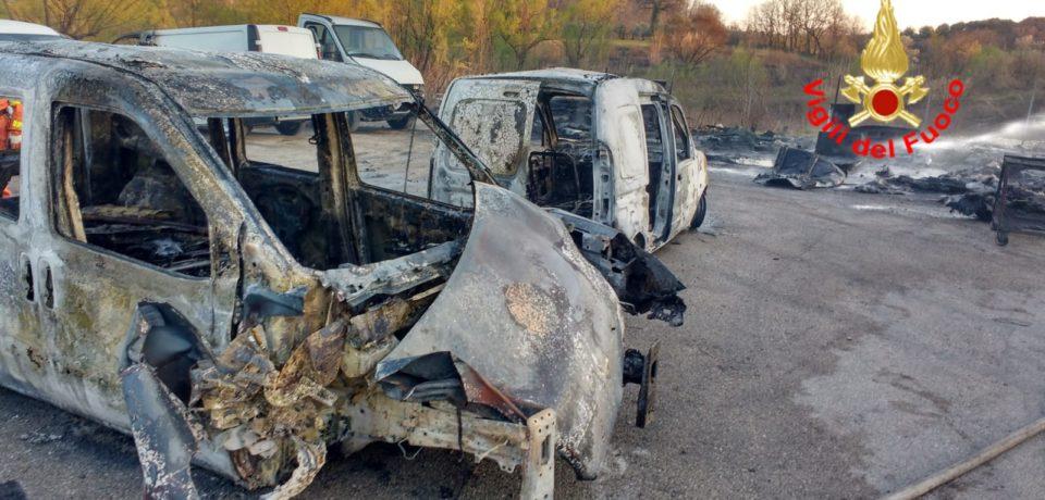 Formia / Incendio automezzi nel deposito della Ditta Odone [VIDEO][FOTO]
