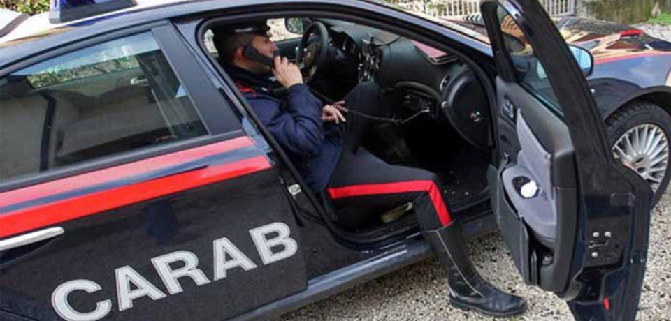 Minturno / Spintona un carabiniere per eludere un controllo, 34enne denunciato