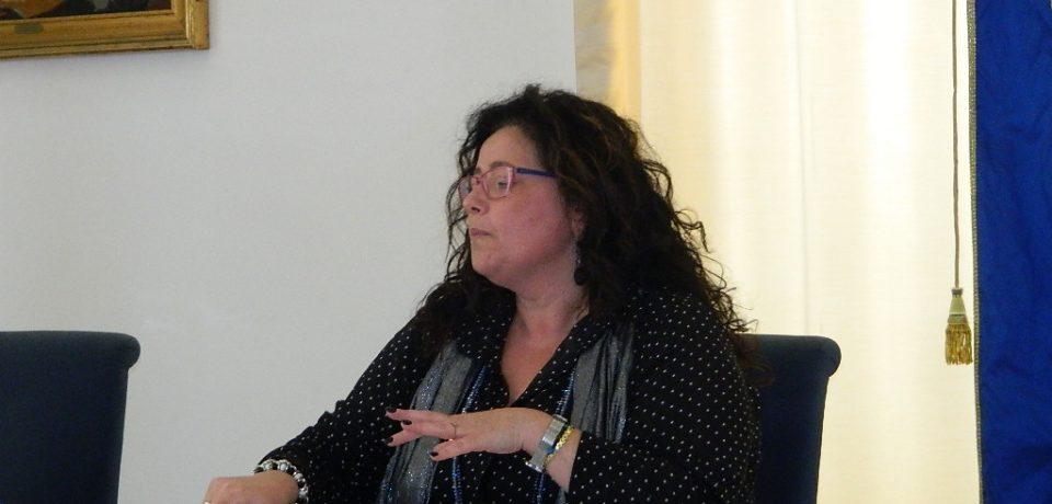 Formia / Acqua torbida, il sindaco Paola Villa denuncia Acqualatina
