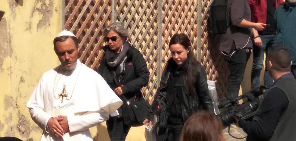 """Ventotene / Riprese in corso della seconda stagione di """"The Young Pope"""": sull'isola Jude Law"""