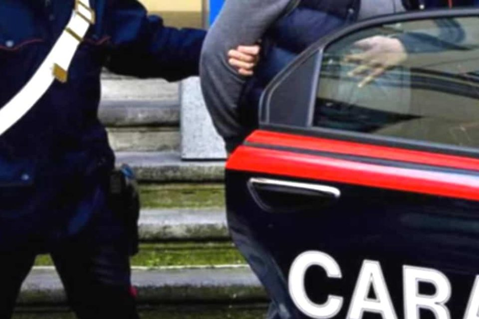Fondi / Pusher indiano nascondeva eroina in una scarpa, arrestato
