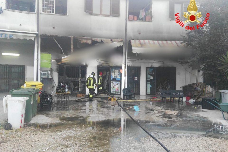 Sabaudia / Incendio in un edificio, salvata una donna