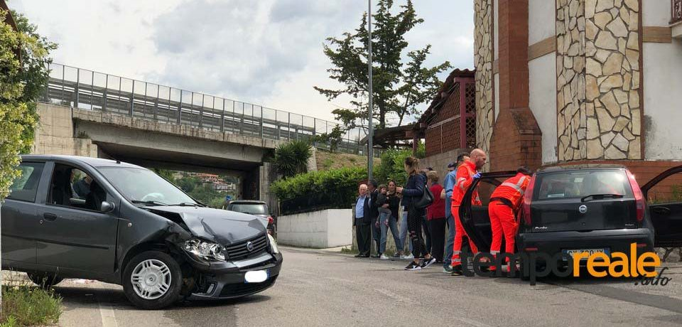 Minturno / Scontro tra due Fiat Punto, tre feriti