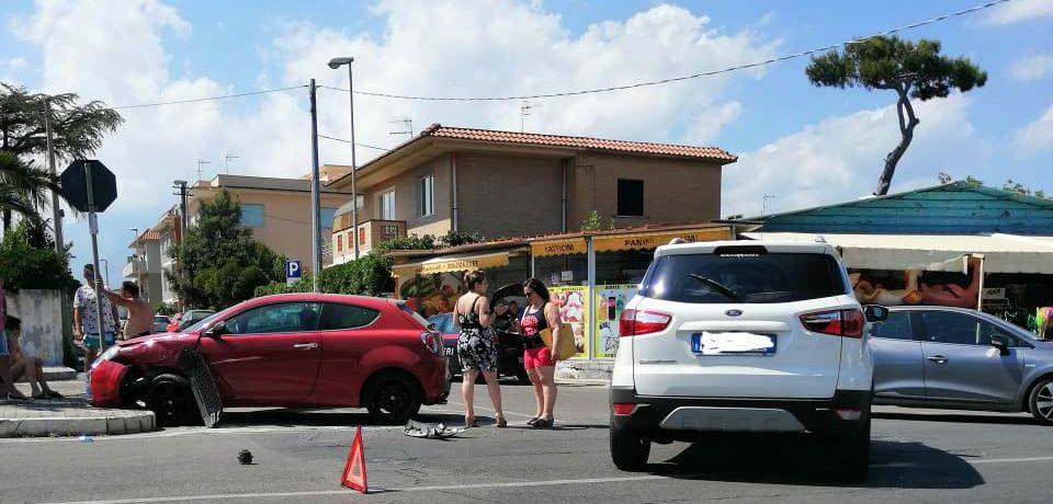 Minturno / Scontro tra due auto a Marina, due feriti