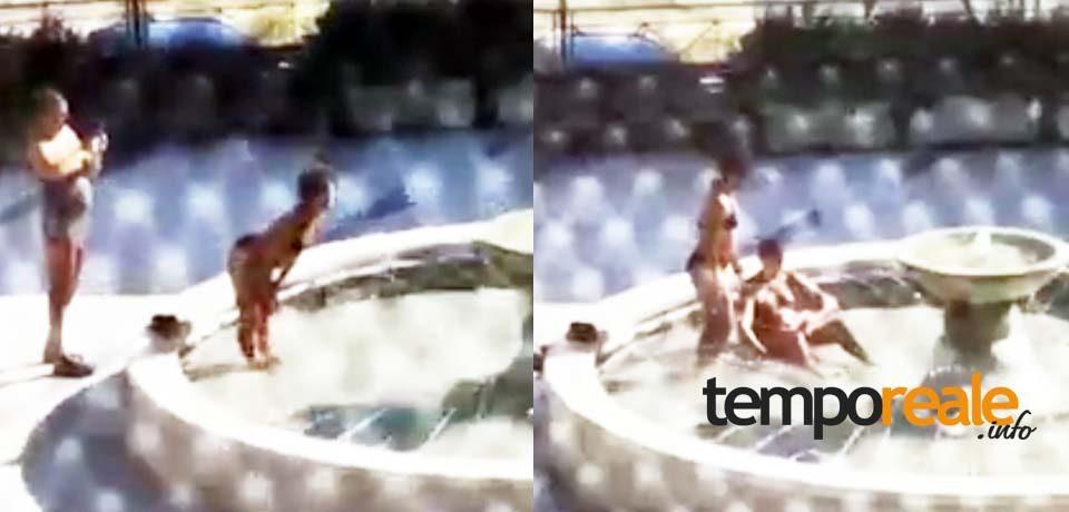 Minturno / Turisti in costume si fanno il bagno nella fontana a Marina [VIDEO]