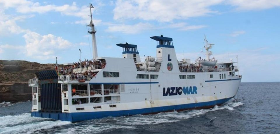 """Ponza / Maltempo, viaggio """"dantesco"""" per i turisti sul traghetto: le proteste"""