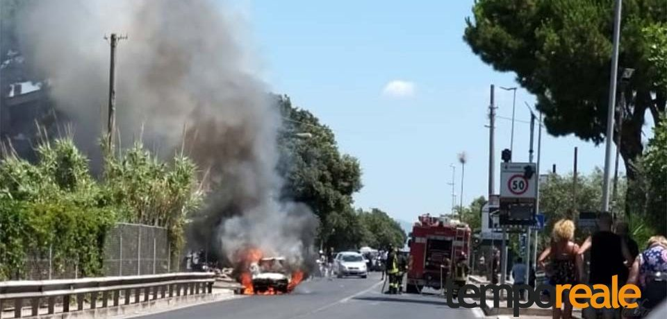 Formia / Auto in transito a fuoco sulla Via Appia