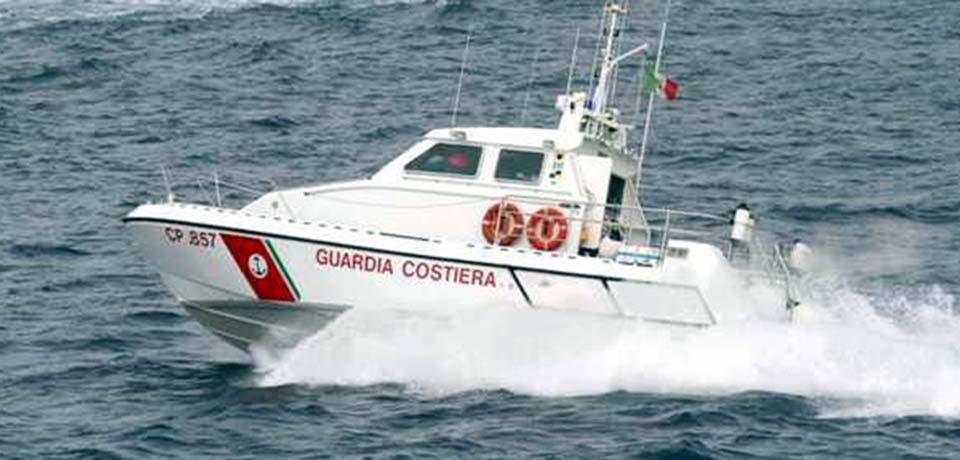 Ponza / Weekend impegnativo per la Guardia Costiera, 30 persone salvate in mare