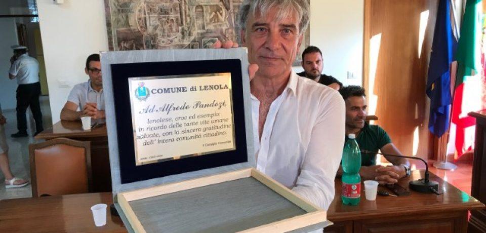 """Lenola / Premiato il cittadino-eroe Alfredo Pandozi: """"Emozionato e orgoglioso di essere qui"""""""