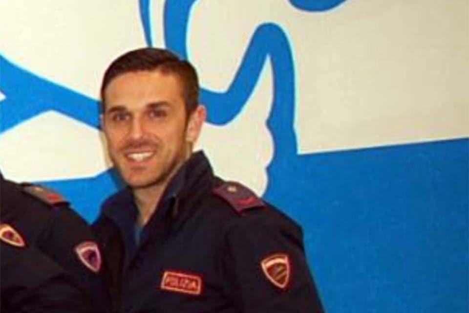 Sperlonga / Salvò una turista in crisi epilettica, encomio del sindaco Cusani al poliziotto Mario Anfora